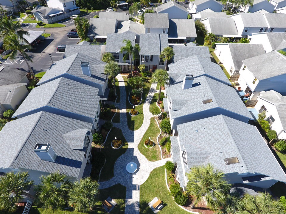 nice pic of summerlin trace community with court yard
